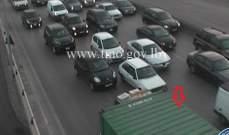 التحكم المروري: تعطل شاحنة على جسر انطلياس