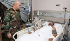 قائد الجيش تفقد العسكريين الجرحى الذين أصيبوا في الإشتباك بدار الواسعة