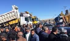 النشرة: قطع الطريق عند مثلث النبي عثمان احتجاجا على قرار وقف الكسارات