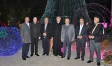 اضاءة شجرة الميلاد بصربا في إقليم التفاح