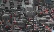 تصادم بين شاحنة وسيارة اول جسر انطلياس وحركة المرور كثيفة بالمحلة