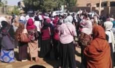 التايمز: نساء السودان ينقلن الانتفاضة من مواقع التواصل إلى الشارع
