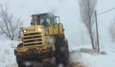 جرف الثلوج على طريق عيون السيمان فاريا لتسهيل حركة السير