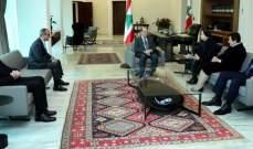 الرئيس عون استقبل وفدا من مدرسة القلبين الأقدسين - الحدت بحضور جورج عون