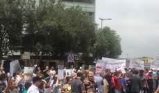 المالكون القدامي قطعوا الطريق امام بيت الوسط لمطالبة الحريري بتوقيع مراسيم قانون الايجارات