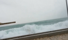 النشرة: المياه تجتاح شاطئ برجا