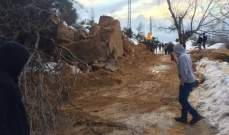 فتح طريق بشري اهدن بعدما ازالت جرافات وزارة الاشغال صخور الانهيار على طريق بان بلوزا