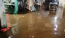 الدفاع المدني:العمل على سحب المياه من داخل مدرسة ومنشرة في علي النهري