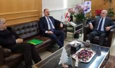 فنيانوس بحث مع عبدالله بالوضع الحكومي والتقى المرعبي والخليل ووفدا من بلدية كفرذبيان