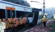 مقتل شخص وإصابة 6 آخرين إثر انحراف قطار عن سكة الحديد في كتالونيا