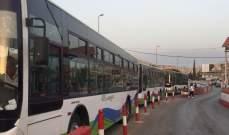 وصول ثلاث حافلات من سوريا الى المصنع لنقل دفعة من النازحين السوريين
