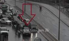 جريح نتيجة تصادم بين سيارتين على جسر الرينغ باتجاه تقاطع برج الغزال