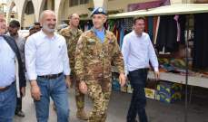 جولة لقائد القطاع الغربي لليونيفيل في سوق بنت جبيل