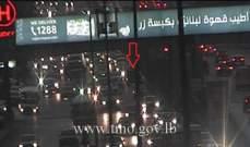 تعطل سيارة على اوتوستراد الدورة باتجاه نهر الموت وحركة المرور كثيفة