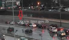 التحكم المروري: تعطل مركبة على الطريق البحرية بيروت وحركة المرور كثيفة