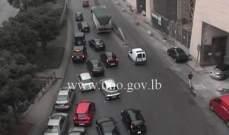 التحكم المروري: تعطل شاحة على مدخل نفق السبيرز - برج المر