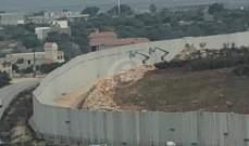 النشرة: الجيش الإسرائيلي يقوم بترتيب أسلاك شائكة بالجدار العازل بالعديسة