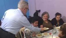 """أبي اللمع زار جمعية """"يسوع خبز الحياة"""" وأشاد بعملها مقدما حصصا غذائية للمسنين"""
