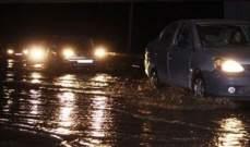 النشرة: اوتوستراد المتن الشمالي غرق بالمياه بسبب تساقط الأمطار بغزارة