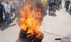 العسكريون المتقاعدون يشعلون الاطارات في ساحة رياض الصلح