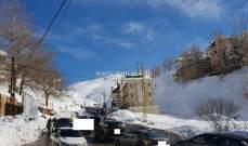 حركة المرور كثيفة على طريق عام فاريا كفردبيان وصولاً الى مراكز التزلج