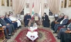 عبد الزراق التقى المطران منصور: الشعب لم يعد يتحمل الأزمات الصعبة