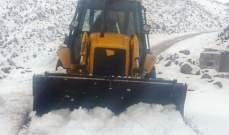 جرافات وزارة الأشفال تنقذ سيارة كانت عالقة بالثلوج في فنيدق