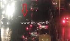 جريح بتصادم بين سيارتين داخل نفق العدلية باتجاه جسر الفيات وحركة المرور كثيفة
