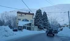 طريق ضهر البيدر سالكة لجميع المركبات وطريق كفردبيان حدث بعلبك مقطوعة بالثلوج