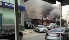 اخماد حريق في مقهى قبالة مستشفى جبل عامل في صور