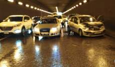 حادث تصادم بين 4 سيارات داخل انفاق المطار باتجاه خلدة والاضرار مادية