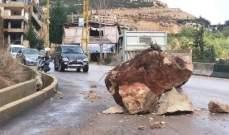 إنهيار صخري في بلدة دلبتا الكسروانية ادى الى قطع الطريق العام
