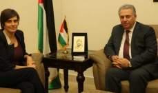 دبور عرض مع سفيرة كندا الاوضاعالمعيشيةوالحياتية للاجئينالفلسطينيين