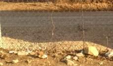 النشرة: العثور على علبة تحتوي أنبوبا بلاستيكيا موصولا بسلك كهربائي إلى السياج الحدودي