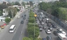 حركة المرور كثيفة على اوتوستراد الكرنتينا باتجاه الدورة وصولا الى جل الديب