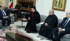 الرئيس عون استقبل  المطران الصياح والاب عبدو ابو كسم