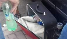 النشرة: العثور على طفلة رضيعة في حقيبة سفر على كورنيش صيدا البحري