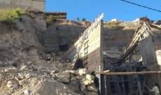 النشرة: انهيار في التربة والصخور يهدد مبنى قيد الإنشاء في بقسطا