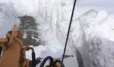 سحب مياه من داخل مستودع في البترون وتسهيل حركة المرور على عدة طرق غمرتها الثلوج