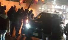 النشرة: قطع الطريق عند حارة صيدا احتجاجا على اقدام شخص على شتم مراجع دينية