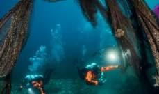 غواصون يزيلون ألفي كيلوغرام من شباك الصيد من قاع البحر في اليونان