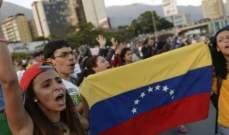 الفنزويليون يحتفلون بفشل محاولة الانقلاب أمام القصر الجمهوري بكاراكاس