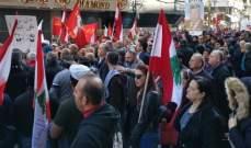 """انطلاق تظاهرة """"كلنا إلى الشارع"""" باتجاه وزارة المال رفضا للسياسات الاقتصادية المتبعة"""