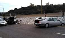 التحكم المروري: جريحان بتصادم بين سيارتين على أوتوستراد المدفون باتجاه عمشيت