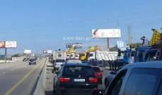 تجمع للشاحنات في محلة الزهراني وحركة المرور كثيفة في المحلة