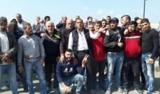 أصحاب الفانات والسيارات العمومية إعتصموا عند مفرق وادي الزينة سبلين احتجاجا على تشغيل الاجانب