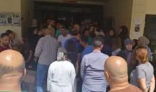 النشرة: اعتصام لموظفي مستشفى صيدا الحكومي امام مدخل طوارئ المستشفى