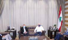 """هل يقبل الحريري بمرشح """"وسطي"""" لرئاسة الحكومة بديلاً عنه؟"""