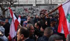 معتصمون امام مصرف لبنان نظموا مسيرات في الحمرا