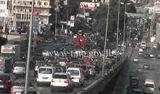 حادث تصادم بين سيارتين اول جسر الدورة المسلك الغربي وحركة المرور كثيفة